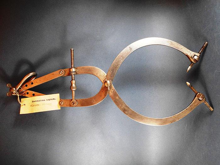 stari medicinski instrumenti sa starim legendama zbirke odsjeka za povijest medicinskih znanosti hazu