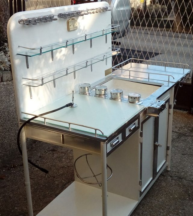 Otorinolaringoloski radni stol nakon restauriranja