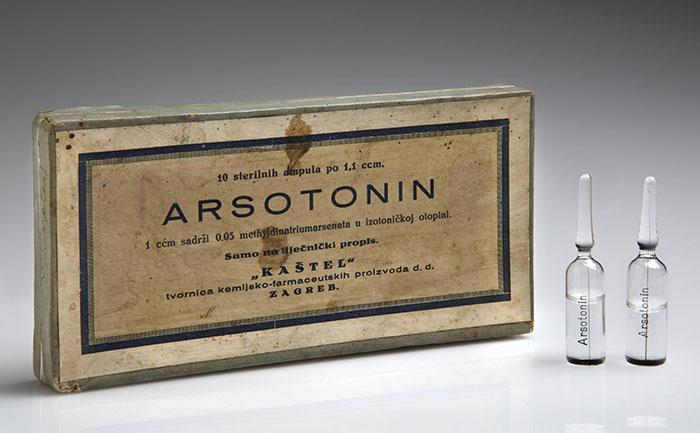 """ARSOTONIN, ambalaža lijeka tvornice """"Kaštel"""" u kojoj su sačuvane 2 od 10 ampula s lijekom, Zagreb, 1930-ih, HMMF-167"""